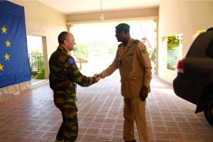 Visite-du-Général-de-Division-Dacko-au-Quartier-Général-de-l'EUTM-Mali