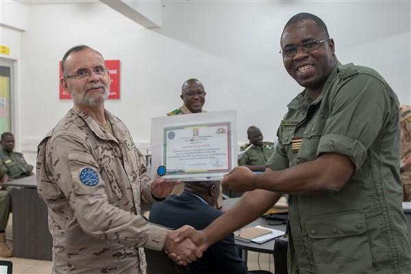 EUTM-Mali conseille le COIA qui appartient à l'état-major des Forces armées maliennes (FAMa) afin de préparer la sécurité de l'élection présidentielle