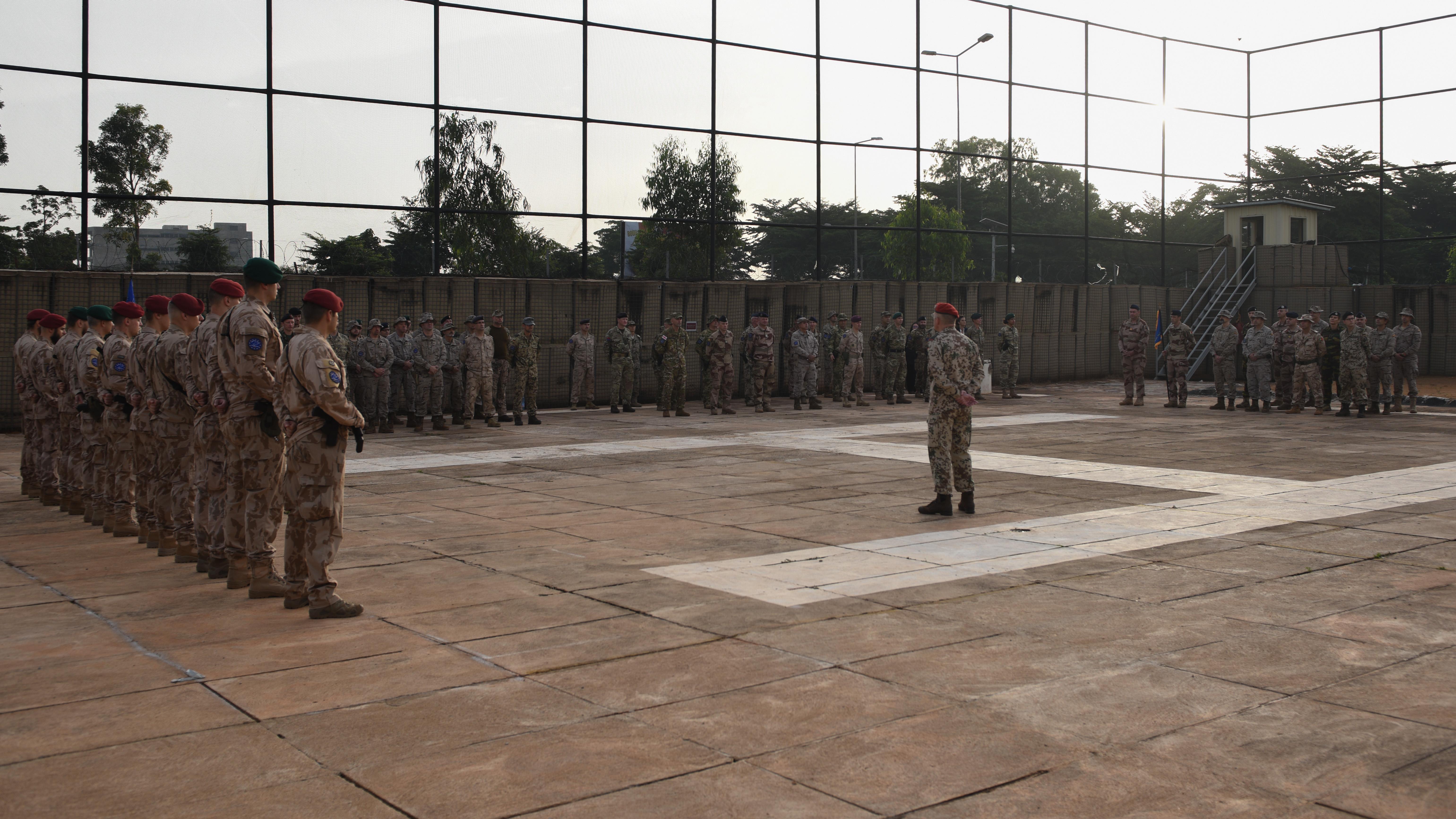 Changement de commandement de l'ATF et remise des médailles
