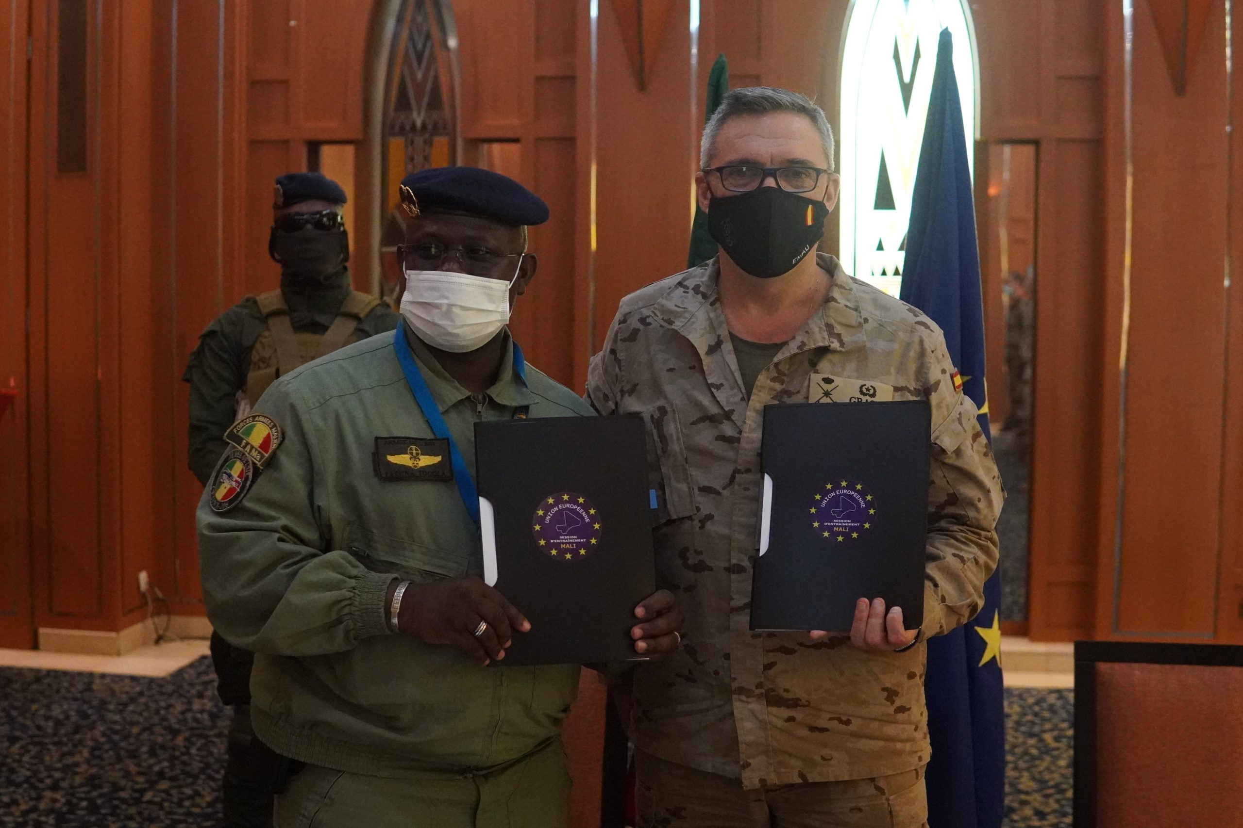EUTM MALI AND THE BAMAKO AIRPORT AUTHORITIES SIGN A TECHNICAL AGREEMENT.
